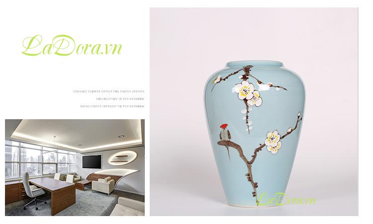 Bình gốm thủ công hoa mai trắng trang trí tại ladora