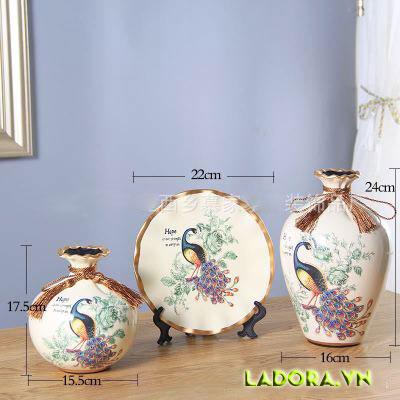 Bình gốm chim công đồ trang trí phòng đẹp tại LaDora.vn