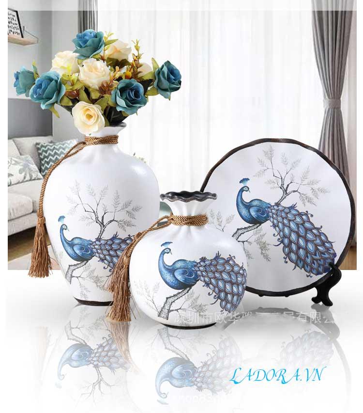 Bình gốm chim công phú quý làm đồ trang trí phòng khách đẹp