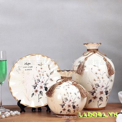 Bình hoa gốm sứ trang trí phòng khách độc đáo