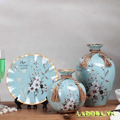 Bình hoa gốm sứ trang trí phòng khách rất độc đáo