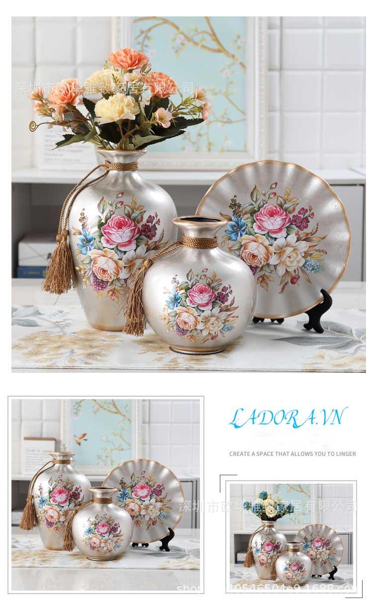 Hay màu này, hoa đẹp trên nền màu bạc, bạn có thích đặt vào trang trí phòng khách
