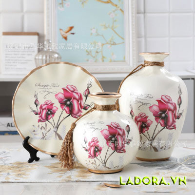 trang trí phòng khách với bình hoa gốm sứ đẹp