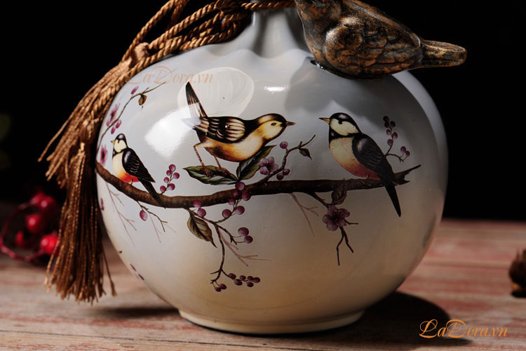 Đồ trang trí với Đường nét được vẽ bằng thủ công tinh tế và mềm mại