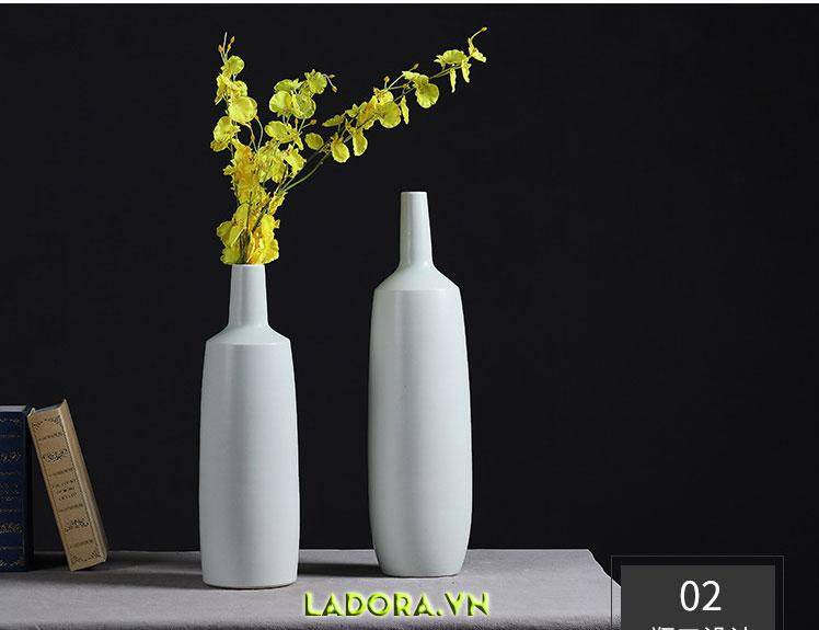 Đồ trang trí phòng khách đẹp với bình cắm hoa là lựa chọn tốt cho bạn