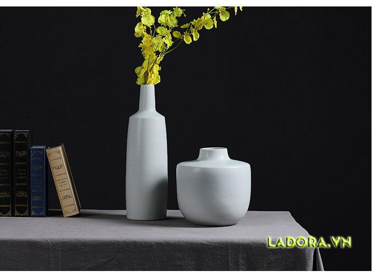 Trang trí phòng khách đẹp với bình cắm hoa là lựa chọn tốt cho bạn