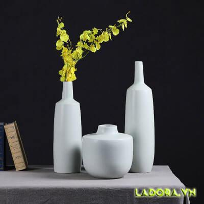 Đồ trang trí phòng khách đẹp với bình cắm hoa là lựa chọn tốt nhất cho bạn