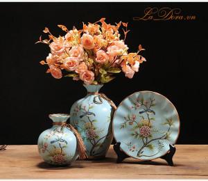 Bình gốm sứ chim và hoa trang trí phòng khách