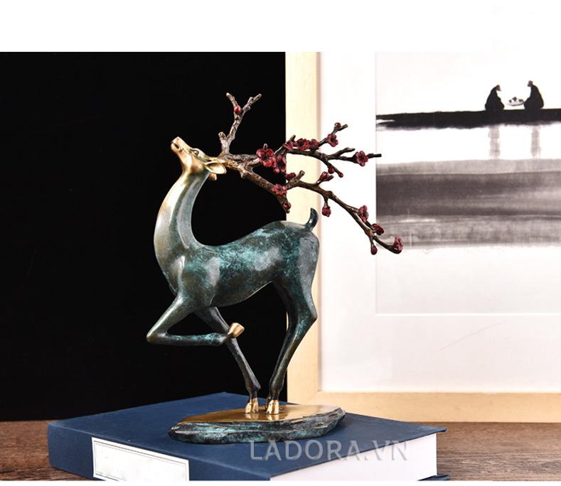 trang trí văn phòng làm việc đẹp với Ladora.vn