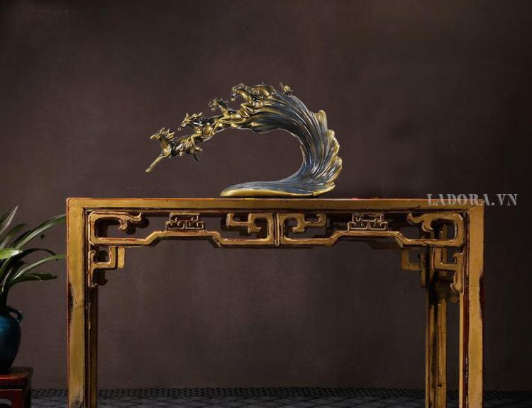 trang trí bàn làm việc phong thủy với lục mã truy phong