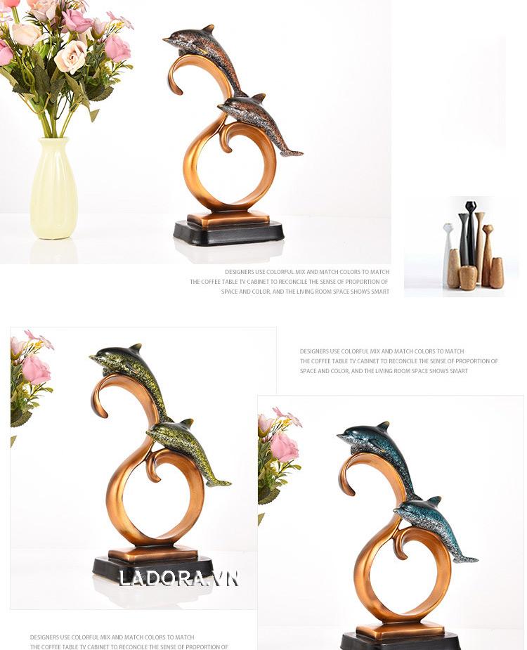 tượng cá heo trang trí bàn tại cửa hàng bán đồ trang trí nhà đẹp ladora