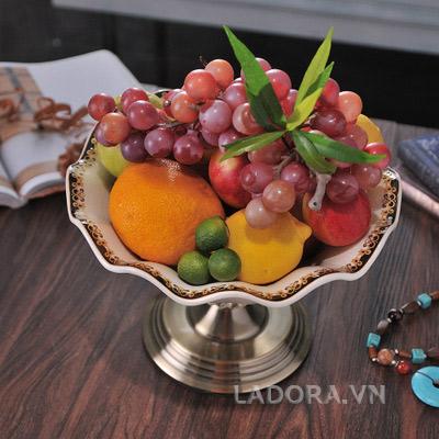 trang trí bàn ăn gia đình sang trọng tại ladora.vn