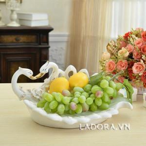 trang trí bàn ăn lãng mạn với ladora.com.vn