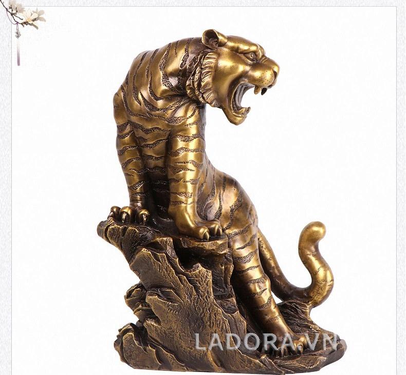 tượng con hổ làm bằng đồng tại ladora shop