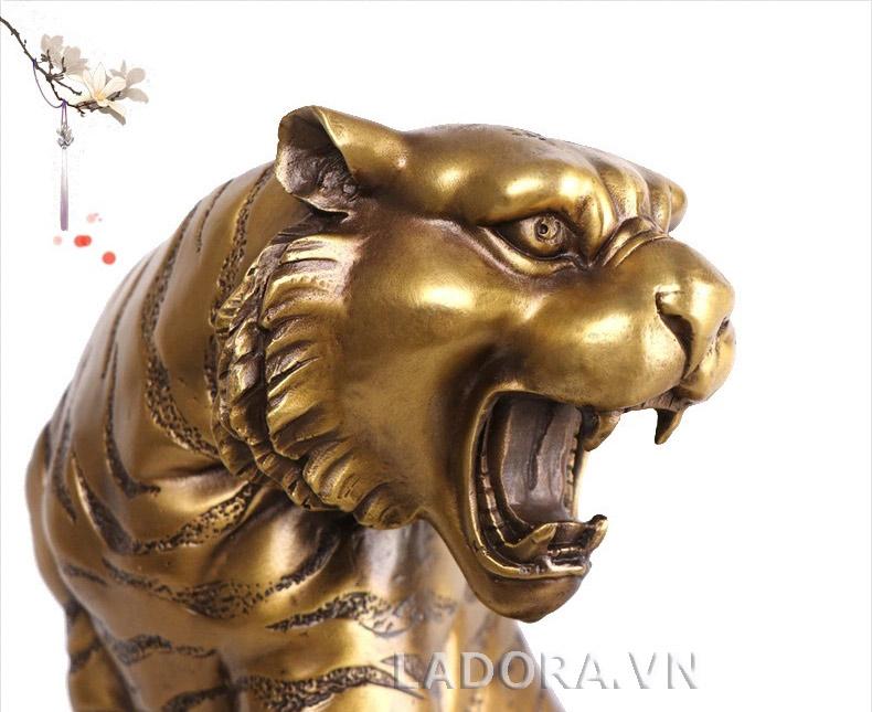 con hổ là biểu tượng của vương quyền