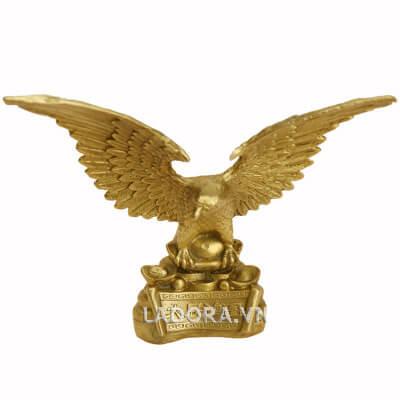 tượng chim đại bàng tung cánh tại ladora