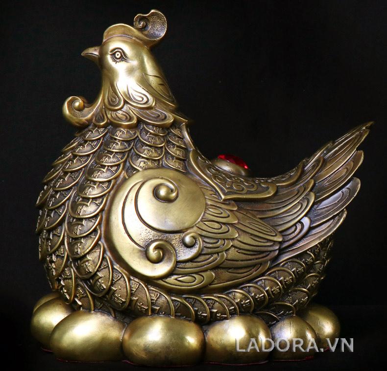 quà biếu Sếp Nữ gà mái ấp trứng vàng tại ladora shop
