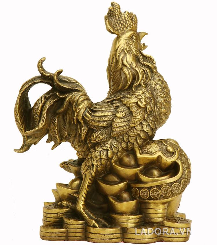 tượng gà bằng đồng canh gác ngôi nhà cho chủ nhân