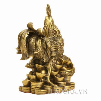 tượng con gà trống làm bằng đồng tại ladora shop
