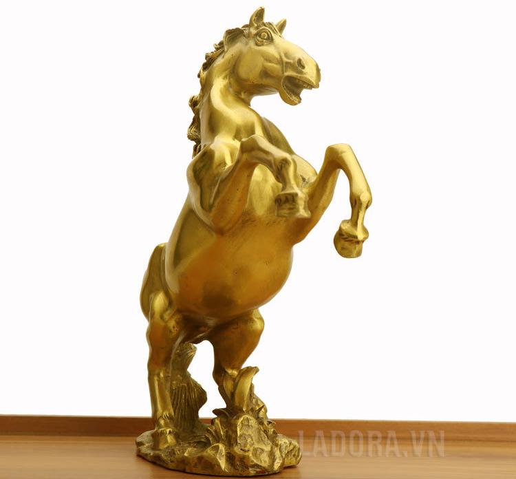 tượng con ngựa tượng trưng cho trí tuệ và nghị lực