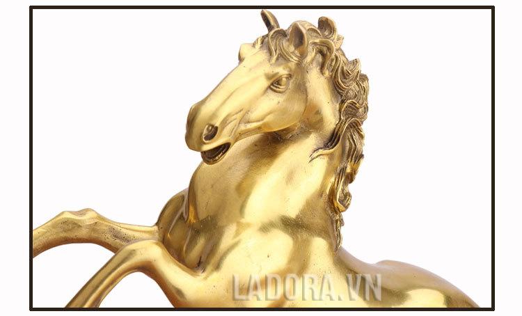 tượng ngựa giúp doanh nghiệp làm ăn suôn sẻ thành công