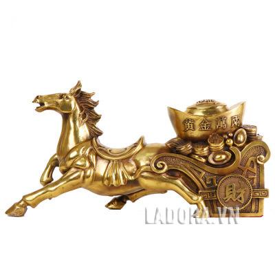 tượng ngựa trang trí bàn làm việc tại ladora đem về tài lộc