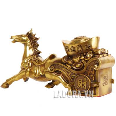 ngựa kéo xe chở tiền tài về cho gia chủ