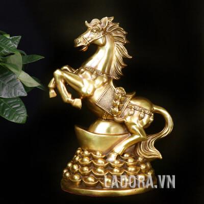 tượng ngựa trang trí bàn tại ladora shop