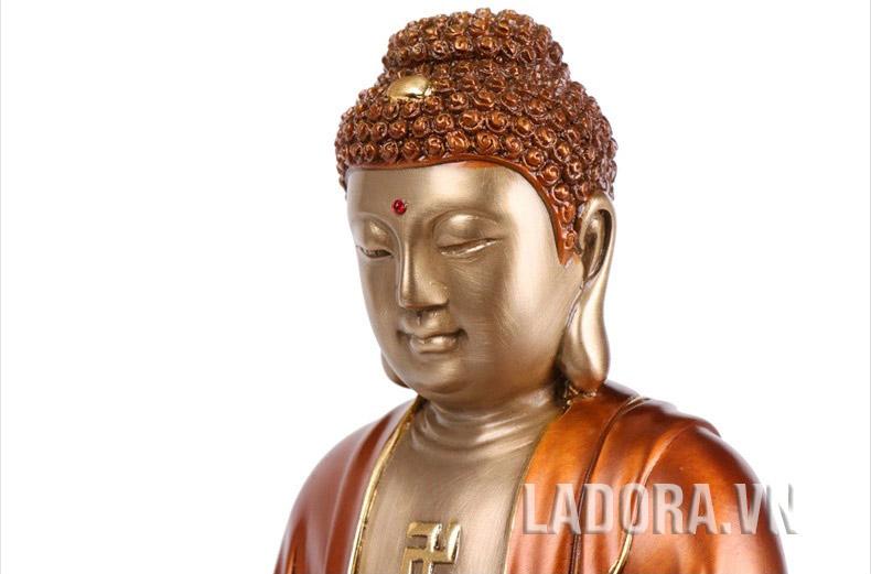 Phật là từ bi là vòng tay rộng mở