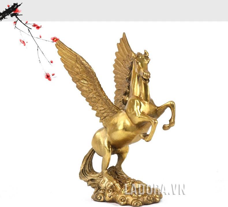 tượng ngựa có cánh để bàn làm việc tại ladora là ngựa thần pegasus