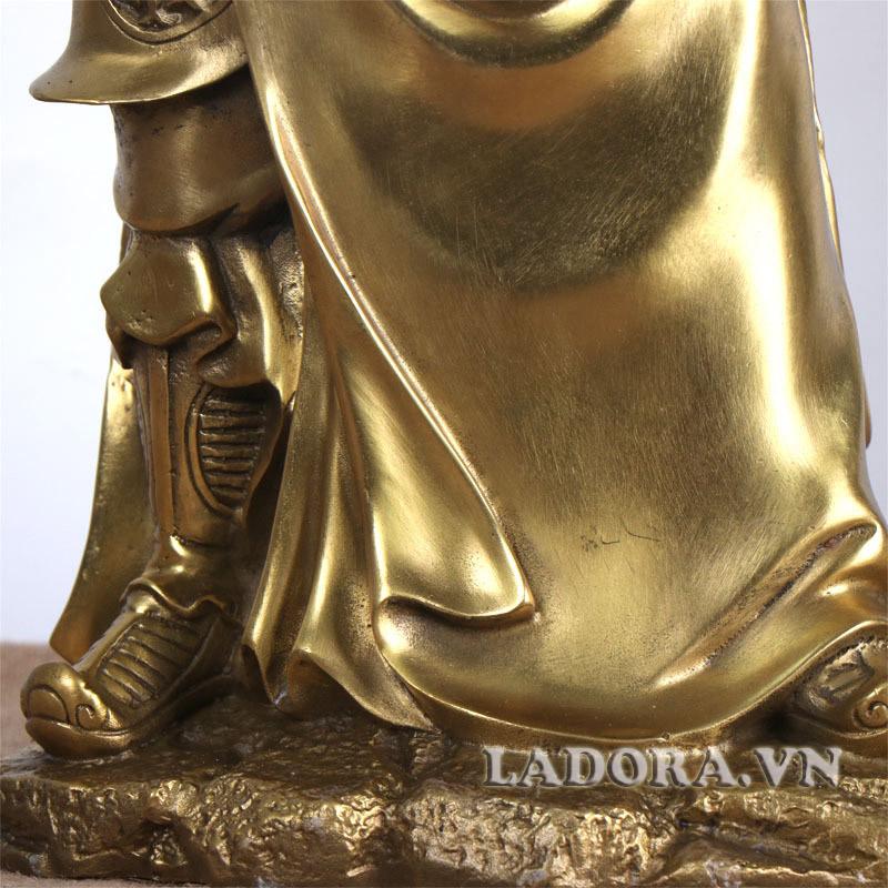 tượng quan công được đúc bằng đồng mới tạo nên được hiệu quả trong phong thủy