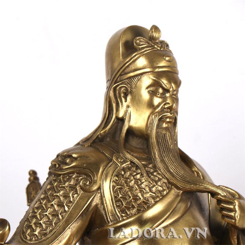 tượng quan công bằng đồng tại ladora biểu trưng cho lòng trung nghĩa bất khuất