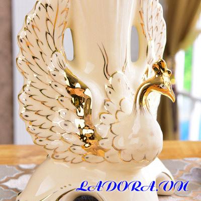Bình gốm chim công tại shop đồ decor ở hà nội ladora