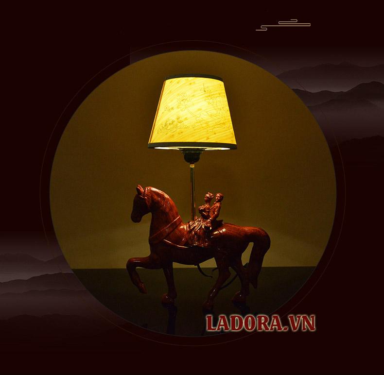 đèn ngủ để bàn bằng gỗ tại shop bán đồ trang trí nhà ở hà nội ladora