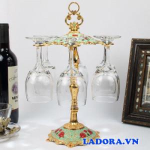 kệ treo ly rượu vang tại shop bán đồ trang trí nhà ladora