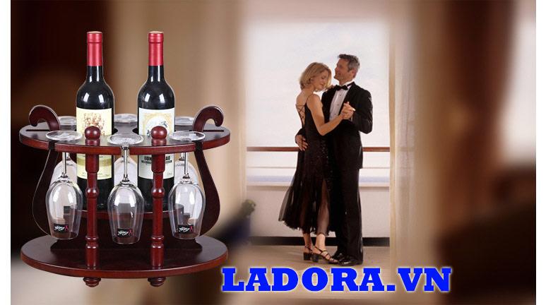 thưởng thức rượu vang mang phong cách cổ điển - ladora shop đồ decor ở hà nội