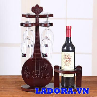 giá treo ly rượu vang bằng gỗ tại cửa hàng bán đồ decor đẹp ladora