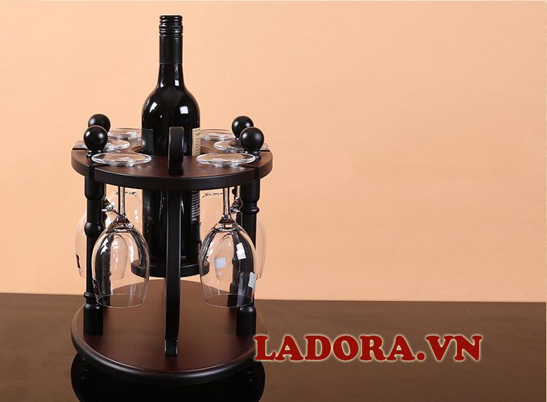 giá treo ly rượu được làm bằng gỗ tại shop bán đồ trang trí nội thất nhà đẹp ladora