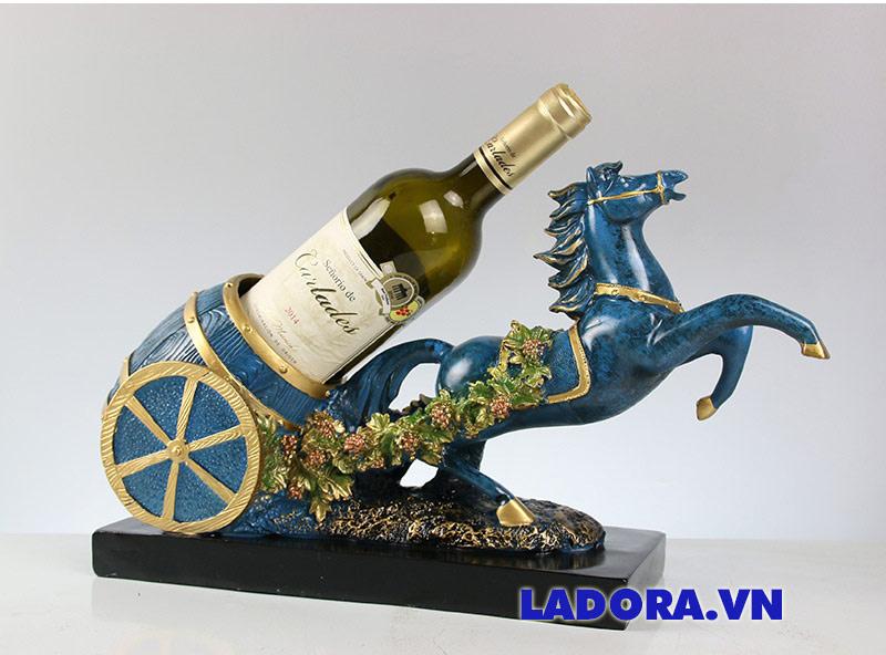 kệ rượu vang để bàn tuấn mã trang trí tại shop bán đồ trang trí nhà đẹp ở hà nội Ladora