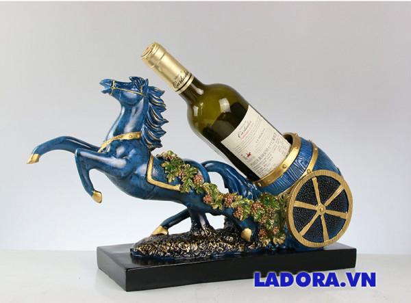 kệ để rượu vang Tuấn mã tại Ladora shop