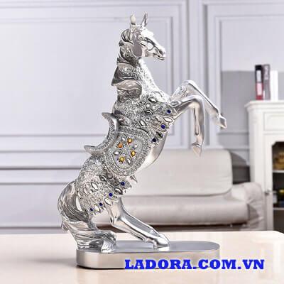 tượng ngựa tại ladora shop bán đồ trang trí nhà ở hà nội