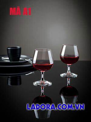 Ly rượu vang tại ladora shop ở hà nội