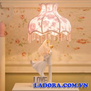 đèn ngủ để bàn cô dâu chú rể tại shop đồ decor nhà ladora