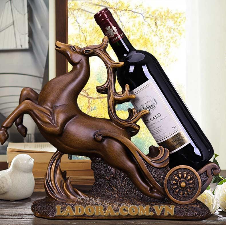 kệ để rượu vang tuần lộc trang trí phòng khách rất ấn tượng và nổi bật - ladora shop