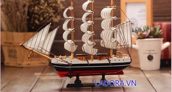 mô hình thuyền buồm làm quà tặng khai trương tại ladora shop