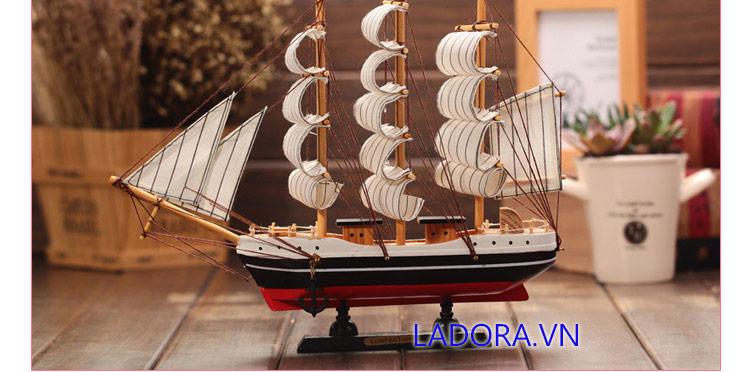 mô hình thuyền buồm trang trí phòng làm việc tại ladora shop