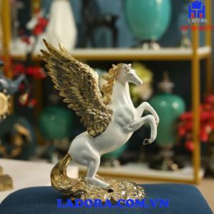 decor trang trí tượng ngựa có cánh tại ladora shop